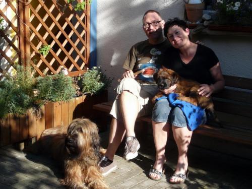 Bambou ist zu Martina und Joachim gezogen, wo bereits Maeva, eine Briarddame wohnt.